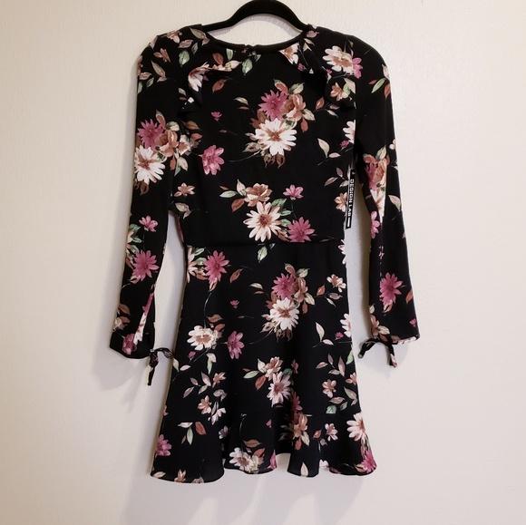 Design Lab Lord & Taylor Dresses & Skirts - Design lab lord&Taylor black floral sleeve dress